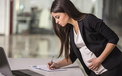 Cần tuân thủ đúng thời gian nghỉ thai sản theo quy định pháp luật.