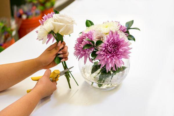 Cách cắm hoa trong bình thủy tinh