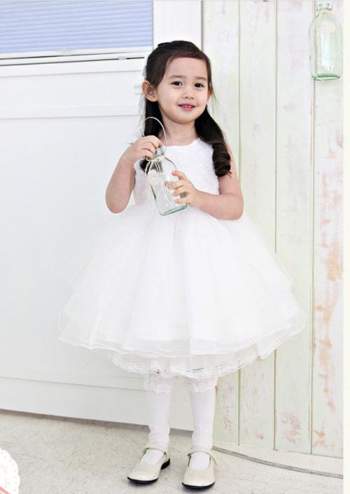 Đầm công chúa cho bé chơi tết