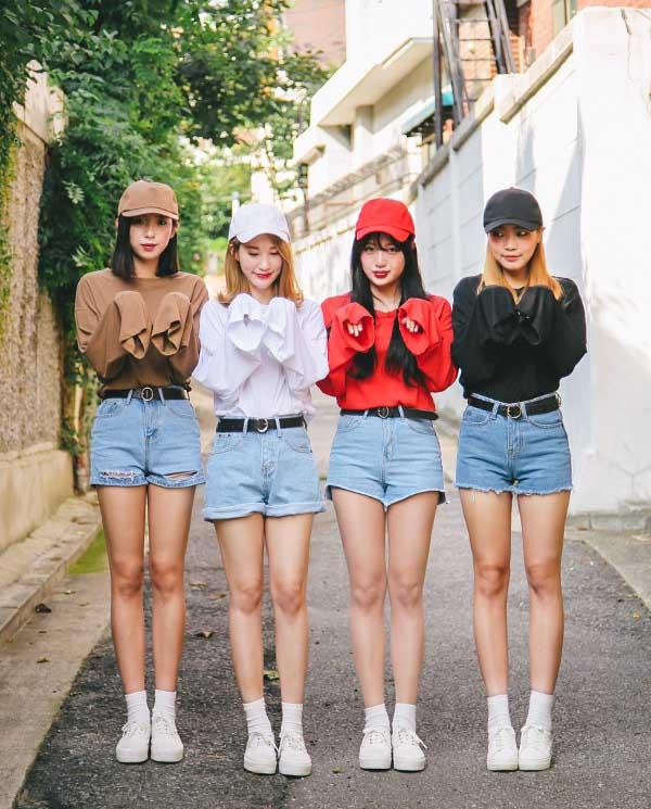 Phối short jean lưng cao cùng áo thun form rộng cho các bạn nữ năng động.