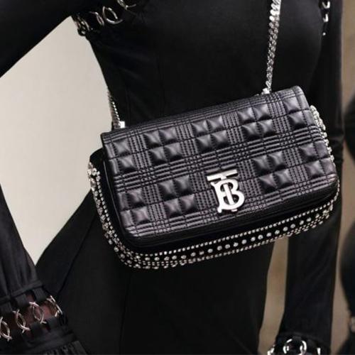 Túi da đến từ thương hiệu Burberry