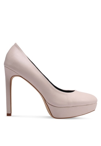 Platform là dáng giày tăng chiều cao hiệu quả cho chị em