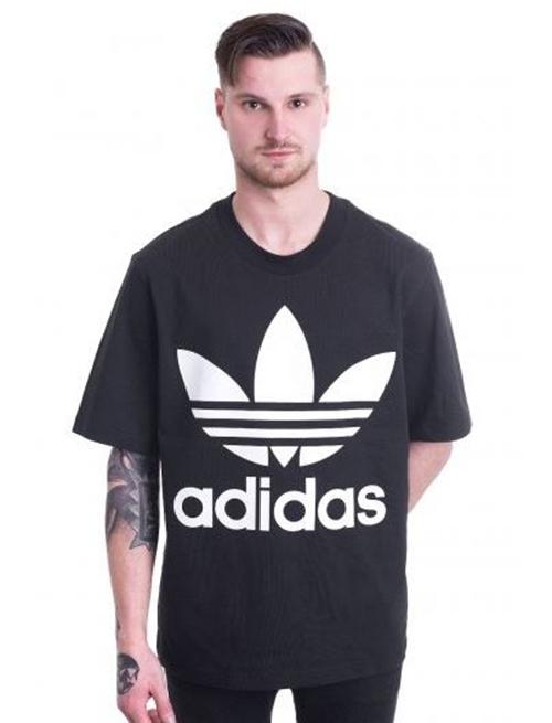 Adidas và mẫu áo đặc trưng củ mình