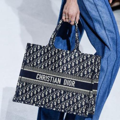 Túi xách Dior oanh tạc nhiều sàn thời trang quốc tế