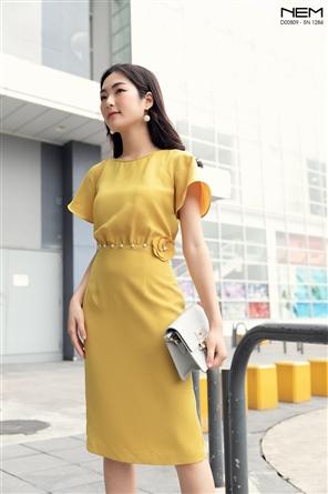 NEM và thiết kế áo đầm màu vàng thanh lịch